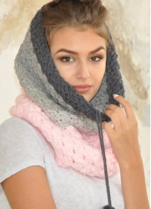 Gray pink Chunky Scarf - Crocheted tube cowl with fluffy pompoms